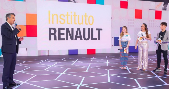 Instituto Renault doa Duster para à AACD